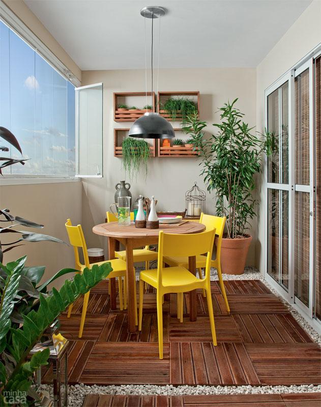 02-varanda-gourmet-com-churrasqueira-deque-e-jardim-vertical