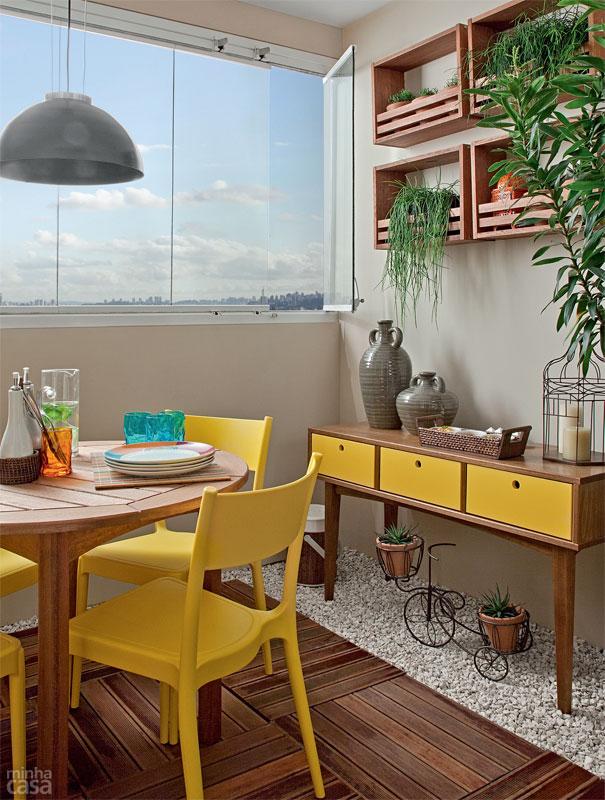 03-varanda-gourmet-com-churrasqueira-deque-e-jardim-vertical