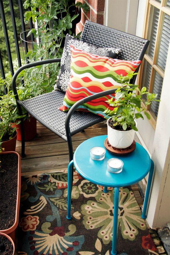 casa-da-cris-varanda-pequena-cadeira