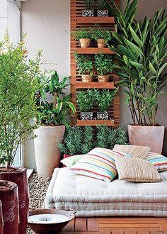 casa-da-cris-varanda-pequena-ervas