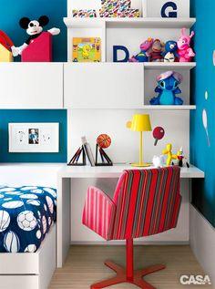 quarto-de-meninos-parede-estante