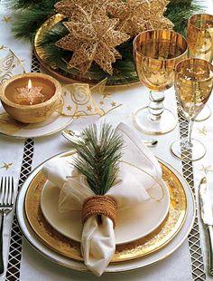 casa-da-cris-mesa-de-natal-dourada