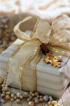 casa-da-cris-natal-bege-presentes